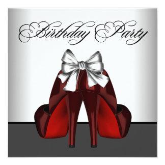 La fiesta roja y negra de la mujer de cumpleaños invitación 13,3 cm x 13,3cm