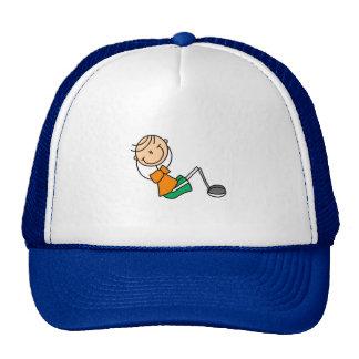 La figura del palillo se sienta sube el gorra