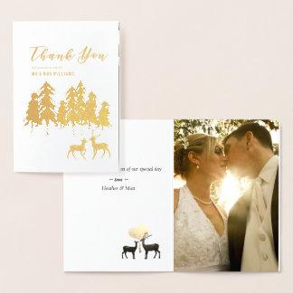 La foto del boda del arbolado de los ciervos del tarjeta con relieve metalizado