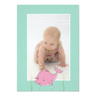 La foto del delfín del rosa del bautizo del invitación 12,7 x 17,8 cm