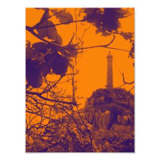 La foto más alta más vieja del naranja del faro de