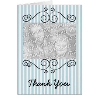 La foto rayada azul y blanca del vintage le tarjeta pequeña
