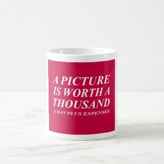 La fotografía cita la taza