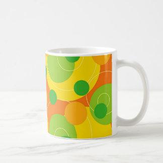 La fruta cítrica retra puntea la taza enrrollada