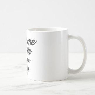 La gente impresionante nace en mayo taza de café