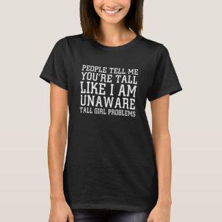 La gente me dice que soy alto como soy camiseta