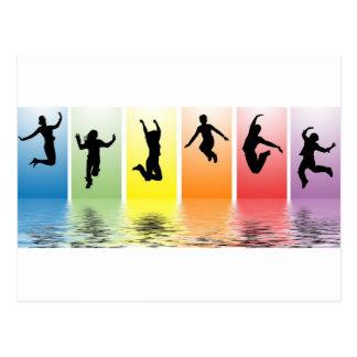 la gente que salta en el agua postal
