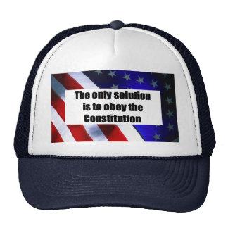 La gorra de béisbol con LA ÚNICA SOLUCIÓN ES OBEDE