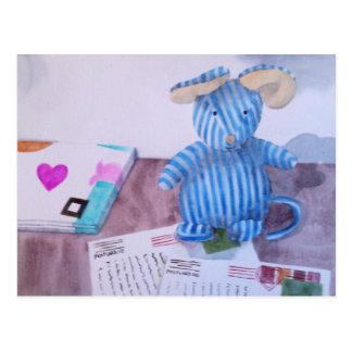 La gorrita tejida escribe sus postales