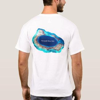 La gran camiseta azul del agujero