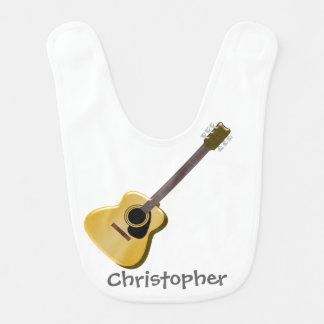 La guitarra acústica apenas añade nombre babero