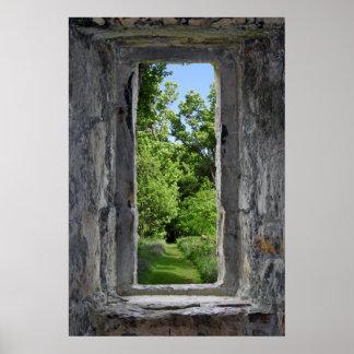La ilusión de la ventana del castillo crea el póster