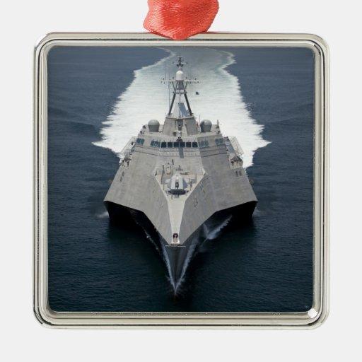 La independencia litoral de la nave de combate ornamentos de reyes magos