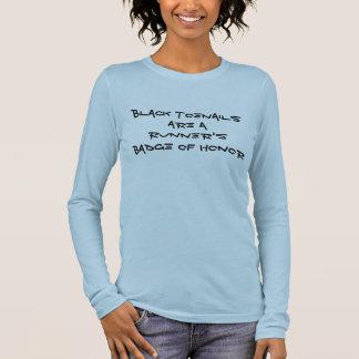 La insignia de un corredor de la camiseta del