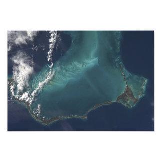 La isla estrecha muy larga de Eleuthra de las Cojinete