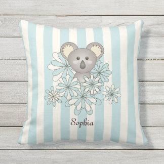 La koala animal linda del bebé embroma el azul en cojín de exterior