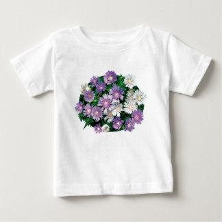 La lavanda y el blanco alimenta a niños de los camiseta de bebé