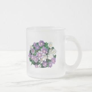 La lavanda y el blanco alimenta asteres taza de cristal
