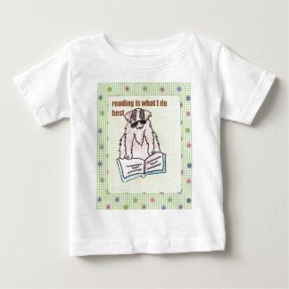 La lectura es lo que hago mejor camiseta