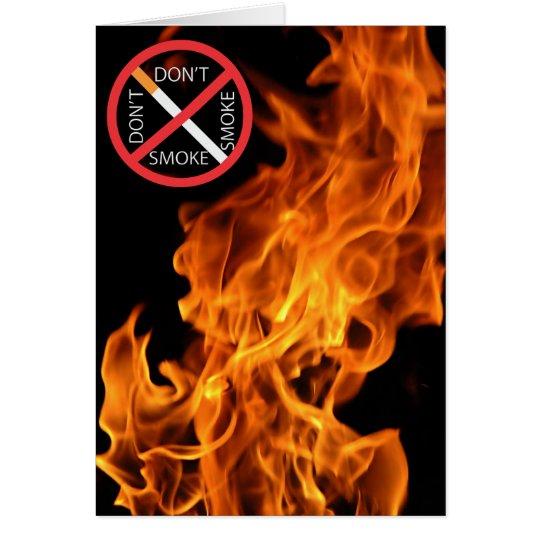 La llama, no fuma la muestra roja tarjeta de felicitación