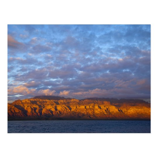 La luz de la mañana saluda a Sierra de la Giganta Postal