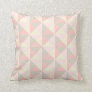 La luz se ruboriza almohada geométrica rosada de