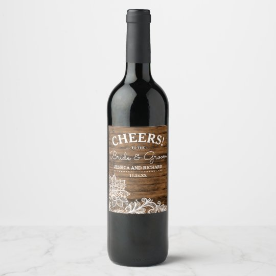 La madera rústica del granero y ata el | que se etiqueta para botella de vino