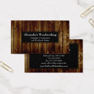 La madera vertical rústica sube a la construcción tarjeta de visita