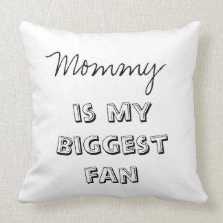 La mamá del bebé del algodón es mi almohada de