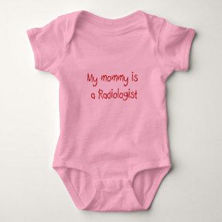 La mamá es una camiseta del bebé del radiólogo