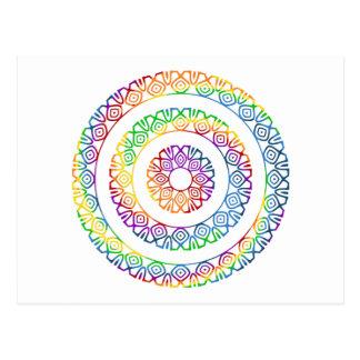 La mandala remolinó en colores del arco iris postal