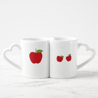 La manzana brillante preciosa diseñó las tazas