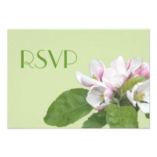 la manzana florece la tarjeta verde de RSVP Comunicado Personalizado
