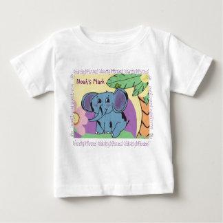 La marca de Noah de la camiseta