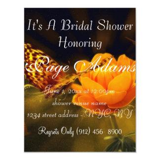 La mariposa romántica subió florece ducha nupcial invitación 10,8 x 13,9 cm