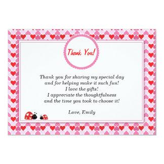La mariquita le agradece cardar corazones rosados invitación 12,7 x 17,8 cm