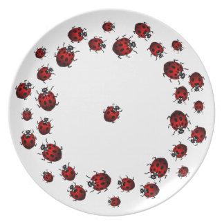 La mariquita platea el regalo del arte del insecto platos para fiestas