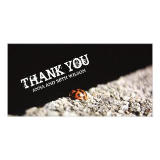 La mariquita roja le agradece tarjeta de la foto tarjetas fotograficas