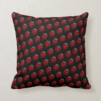 La mariquita soporta la decoración de la mariquita almohada