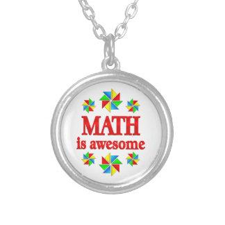 La matemáticas es impresionante collar plateado