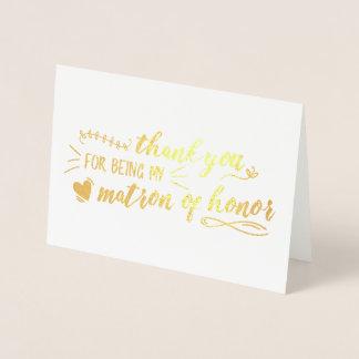La matrona encantadora del honor le agradece tarjeta con relieve metalizado