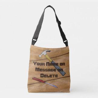 La mirada de madera personalizó el bolso del