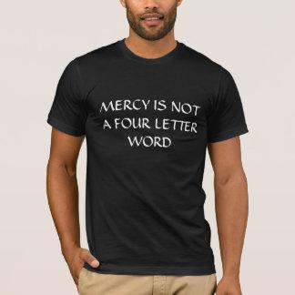La misericordia no es una palabra de cuatro letras camiseta