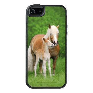 La momia linda del beso del potro de los caballos funda otterbox para iPhone 5/5s/SE