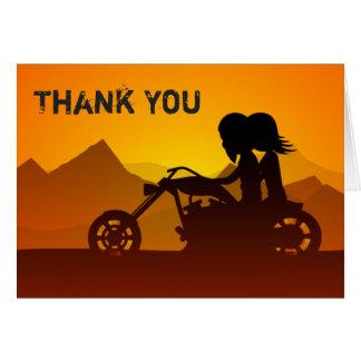 La motocicleta del montar a caballo de los pares tarjeta pequeña