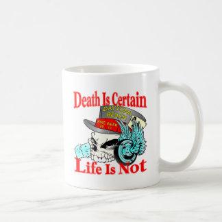 La muerte está segura que la vida no es cráneo del taza de café