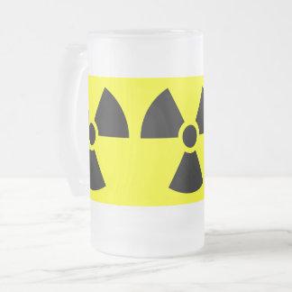 La muestra de la radiación heló la taza del vidrio