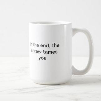 La musaraña le domestica taza de café