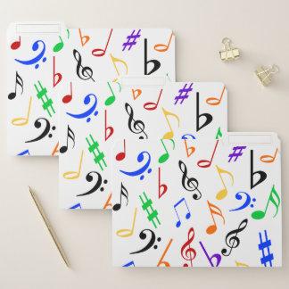 La música observa carpetas de archivos coloridas: