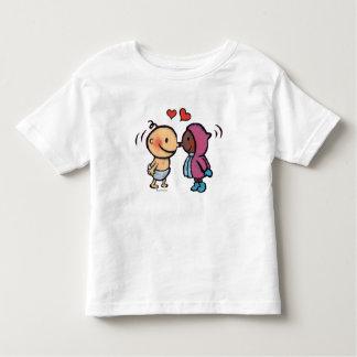 La nariz esquimal amistosa besa a niños camisetas